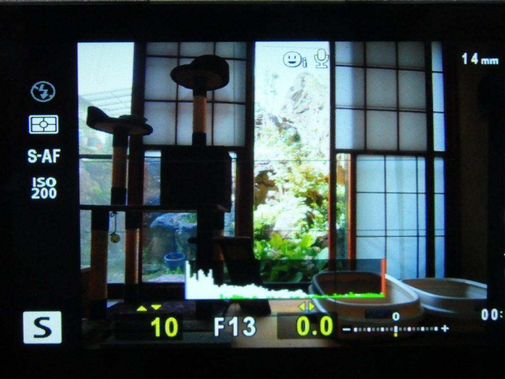 シャッター速度優先モード時の1/10秒時のF値