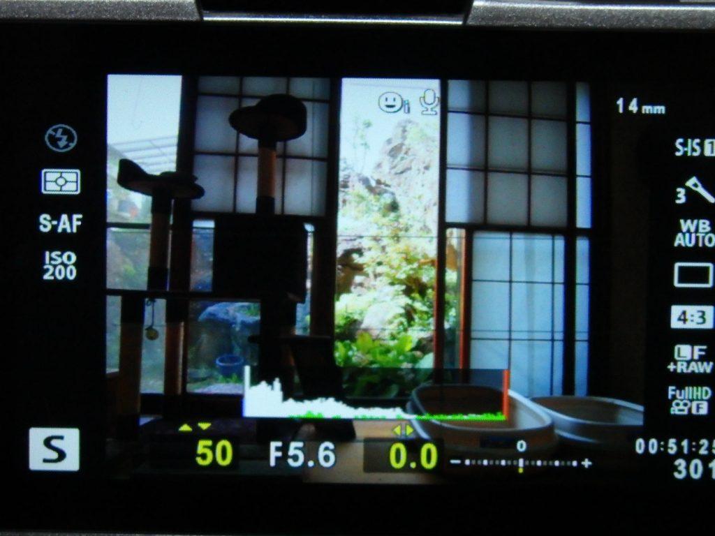 シャッター速度優先モード時の1/50秒時のF値