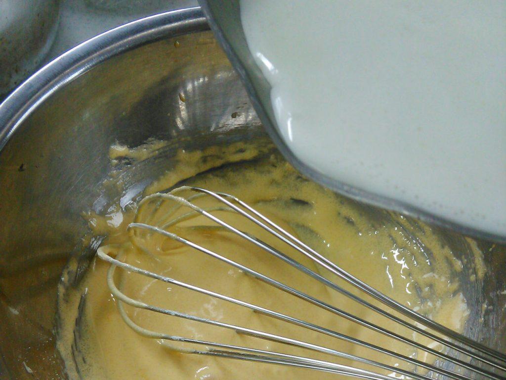 ブランシールして薄力粉加えたとこに温めた牛乳を加える